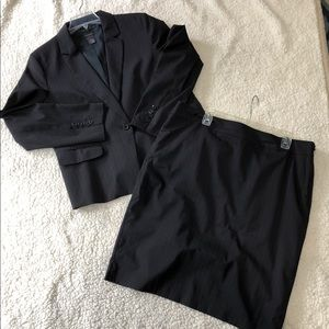 Ann Taylor 2 Piece Suit - Jacket and Skirt